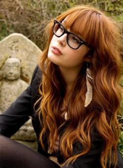 Крупные локоны на рыжих волосах