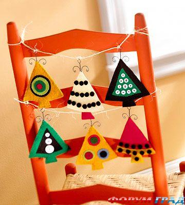 украшение стульев за новогодним столом