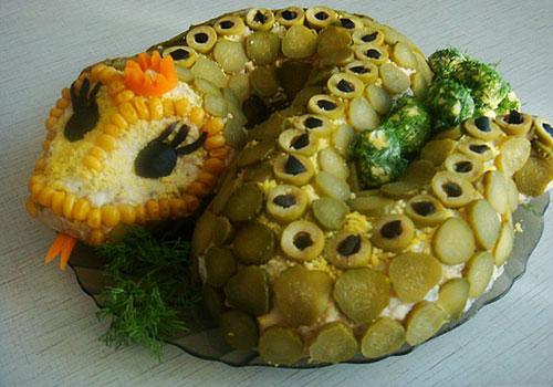 салат в виде змеи