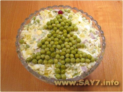 выкладываем елочку на салате